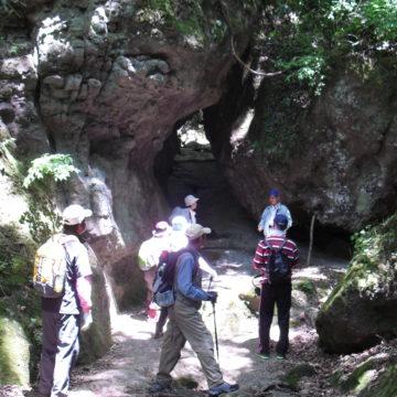 城井ノ上城址(きいのこじょうし)と三丁弓の岩