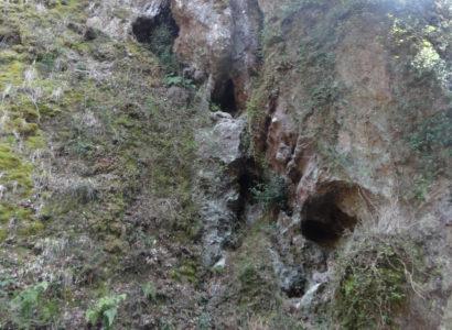 城井ノ上城址(きいのこじょうし)と三丁弓の岩の画像1